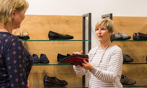 Besser gut beraten beim Schuhkauf!
